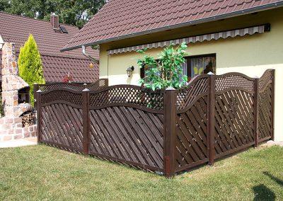 Sichtschutz aus Holz auf Terrasse