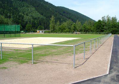 einfache Sportplatzbarriere