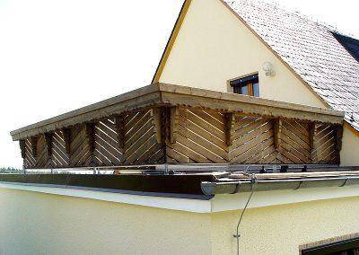 Rustikales Balkongeländer aus Holz